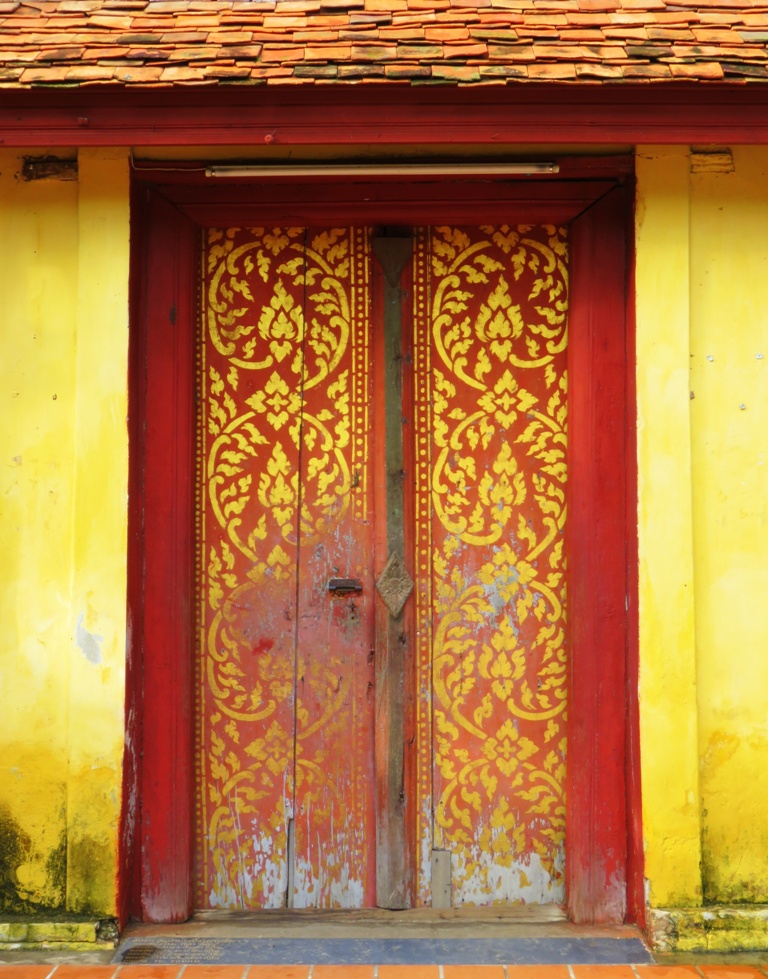 sisaket_door