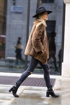 fur coat sknny jeans